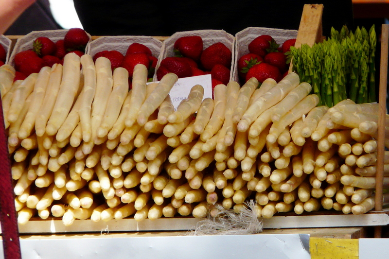 white asparagus - what foods do Germans eat